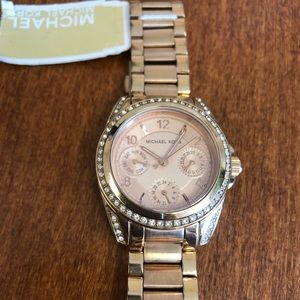 Michael Kors Accessories - Nwt Michael Kors Crystal Pave Rose Gold watch 💕